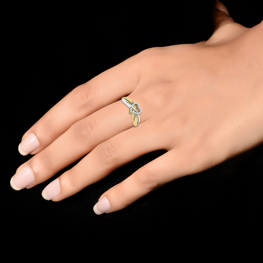 Heart Diamond Ring in Yellow Gold