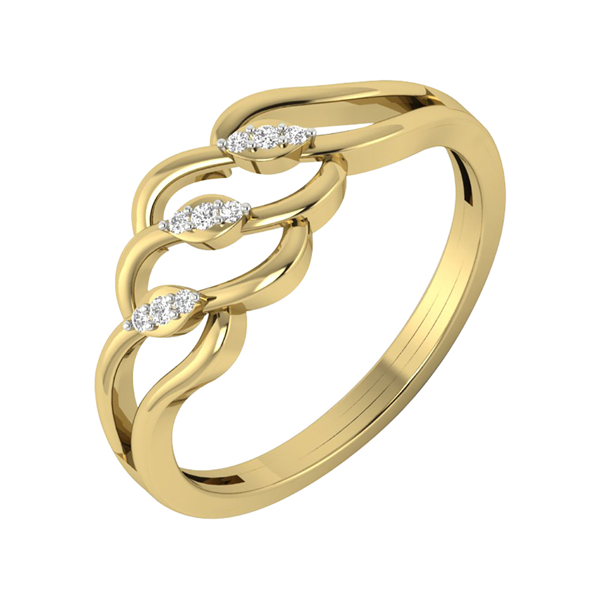 Evpensive Looking Diamond Ring in Yellow Gold